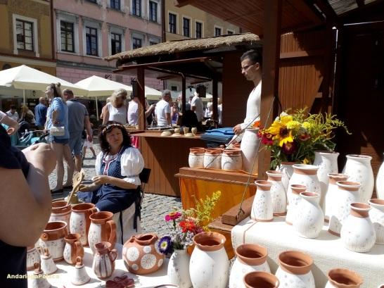 """Lublin - los artesanos polacos, bielorusos, lituanos, ucranianos, slovacos, hungaros ect durante el evento en agosto cual se organiza desde los tiempos medievales """"Jarmark Jagieloński"""" -La feria Yaguiellona"""""""