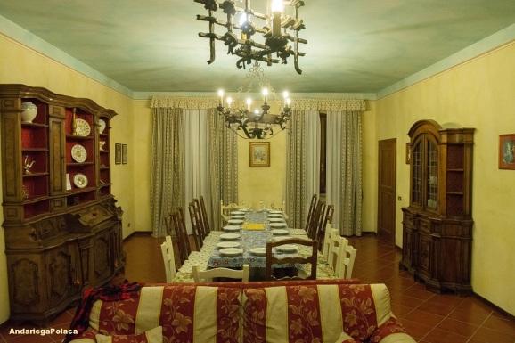 Cocinando juntos en Toscania en ua casa alquilada(bicipaseo 17 personas) Gotowanie w wynajętym domu w Toscanii, podczas wycieczki rowerowej, 17 osobowej